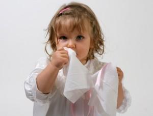Насморк по утрам и чихание у ребенка