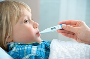 Что делать когда ребенок чихает и насморк