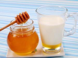 cieple-mleko-z-miodem