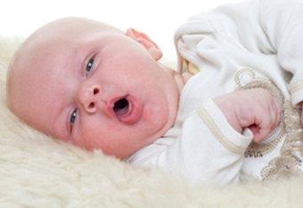 Что делать, когда возникает кашель у новорожденного