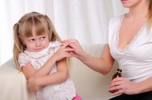 Девочка отказывается от сиропа