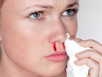 Кровь из носа у взрослого человека: причины и что делать